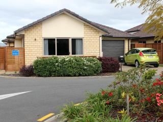 New 2 bedroom cottage in thriving coastal city - Bay of Plenty vacation rentals