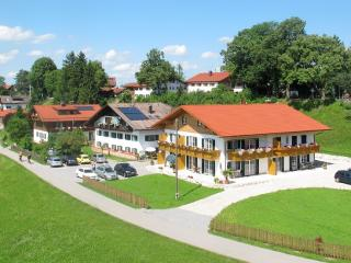 Vacation Apartment in Schwangau - 452 sqft, quiet, beautiful, relaxing (# 1433) - Schwangau vacation rentals
