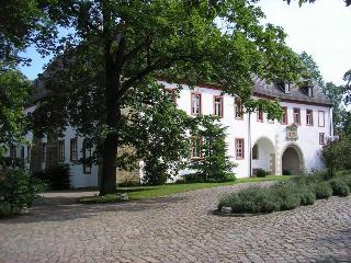 Vacation Apartment in Arzberg-Triestewitz - live in an amazing historic castle, huge backyard, historic… - Arzberg vacation rentals
