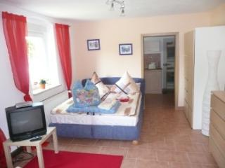 Vacation Apartment in Niedergörsdorf - 366 sqft, ample parking, large backyard with soccer field and… - Teltow vacation rentals