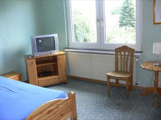 Vacation Apartment in Bochum - 388 sqft, central, affordable, quiet (# 1718) - North Rhine-Westphalia vacation rentals