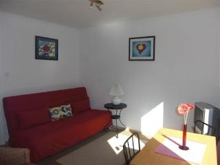 Vacation Apartment in Cologne - 484 sqft, centrally located, modern (# 521) - Cologne vacation rentals