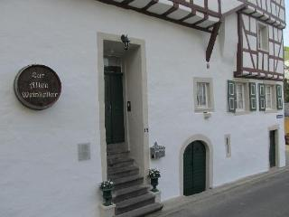 Vacation Apartment in Ellenz-Poltersdorf - 538 sqft, Historic Building, Traditional Wine Village Comfortable… - Ellenz-Poltersdorf vacation rentals