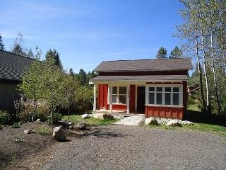 Willowview Bungalow-Two Bedrooms, One Bath. Sleeps 4. WIFI. Satellite TV. - McCall vacation rentals