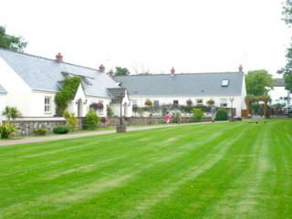 Child Friendly Holiday Cottage - 4 Tudor Lodge Cottages, Jameston - Jameston vacation rentals