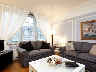 USD-2 Bdrm, 1 Bath, Pall Mall, Piccadilly - London vacation rentals