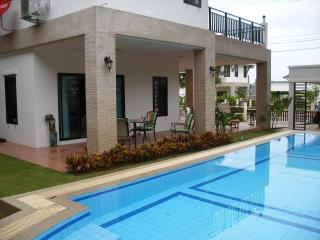 Impressive Villa close to Hua Hin Centre and Beach - Hua Hin vacation rentals