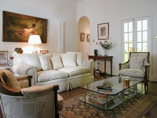 USD-2 Bdrm Flat, Beaufort Gardens, Beauchamp Place - London vacation rentals