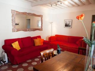 Perfect Lucca Apt with 2BR 2BA in Historic Center - Tuscany vacation rentals