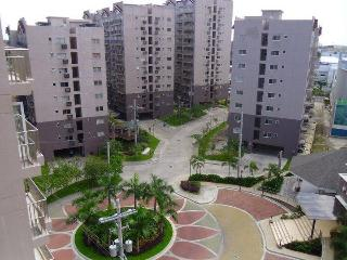 Condo 2 Br Near Airport Fully Furnished - Paranaque vacation rentals