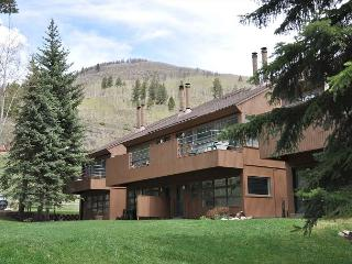 Large four bed plus loft in East Vail on free Vail bus shuttle - Vail vacation rentals