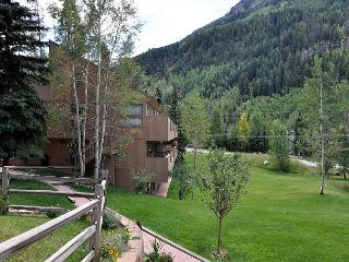 Very cozy ground floor condo in East Vail on free bus shuttle. - Vail vacation rentals