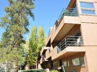 two bedroom plus a loft with three bathrooms in this top floor condo. - Vail vacation rentals