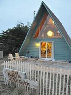 Front of the Beach Shack with large font deck. - Bandon Beach Shack, charming, remodeled and cozy. - Bandon - rentals