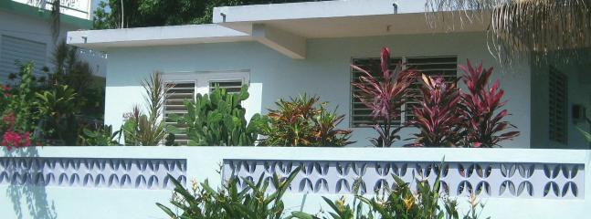 Front of house - Bright and Airy Little House in Esperanza, Vieques - Vieques - rentals