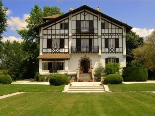 Luxury French Villa Walking Distance to Town - Manoir Atlantique - Soustons vacation rentals