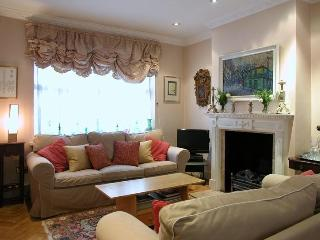 USD-3 Bdrm Flat,Godfrey St, Sloane Square - London vacation rentals
