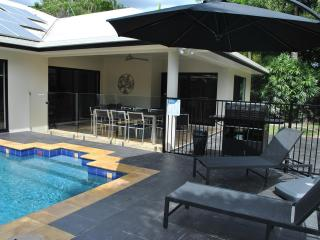Villa Blue - luxury tropical retreat in Palm Cove - Cairns District vacation rentals