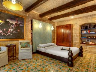 Valletta G-House - vacation rental for two in a 16th Century House - Valletta vacation rentals