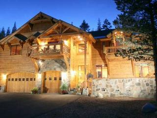 Bear Meadows **Luxury, HOT TUB, POOL TABLE!** - North Tahoe vacation rentals