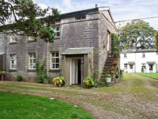 GROOM'S QUARTERS, pet friendly, character holiday cottage, with a garden in Cartmel, Ref 10308 - Lake District vacation rentals