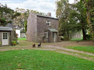 THE COACH HOUSE, pet friendly, character holiday cottage, with a garden in Cartmel, Ref 10307 - Cartmel vacation rentals
