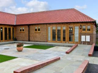 5D HIDEWAYS, family friendly, character holiday cottage, with a garden in Hunstanton, Ref 8748 - Hunstanton vacation rentals