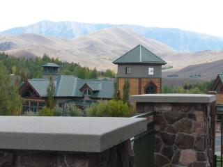 ELKHORN RETREAT WITH 2 MASTER SUITES.. SLEEPS 4 - Sun Valley vacation rentals