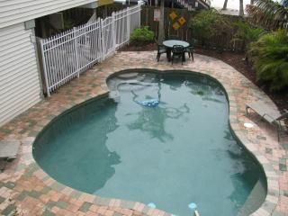 Steps to the beach on North end near Times Square - Fort Myers Beach vacation rentals