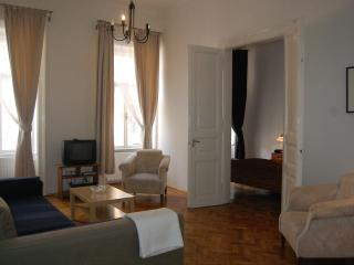 85 M2 2 Ensuit Bedroom Apartment Close To Opera - Budapest vacation rentals