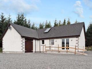 BRAEWOOD, country holiday cottage, with a garden in Whitebridge, Ref 8047 - Loch Ness vacation rentals