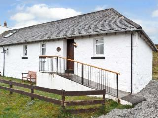 THE KEEPER'S COTTAGE, pet friendly, country holiday cottage, with a garden in Dunvegan, Isle Of Skye, Ref 6456 - Dunvegan vacation rentals