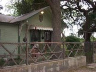 Front - Riley's Creekside Cottage - New Braunfels - rentals
