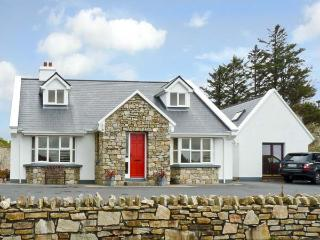 HONEYSUCKLE LODGE, family friendly, country holiday cottage, with a garden in Clifden, County Galway, Ref 10037 - County Galway vacation rentals