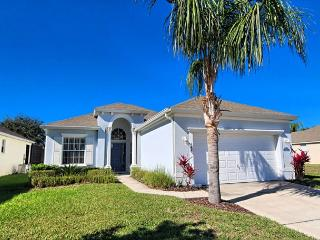 VILLA AURORA: 4 Bedroom Pool Home in Gated Community with Game Room and Spa - Davenport vacation rentals