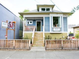4 bed/2bath modern & eco in hip area Shift Rentals - Portland vacation rentals