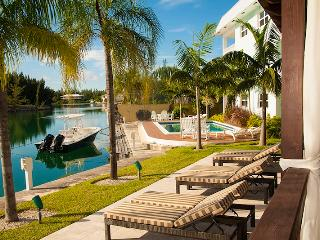 Charming 1 Bedroom Water Front Apartment - Grand Bahama vacation rentals