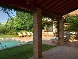 Charming Villa Maramai offers alfresco dining, swimming pool and housekeeping - Montepulciano vacation rentals