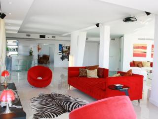 Luxurious 5 Bedroom Apartment in Plaza San Martín - Capital Federal District vacation rentals