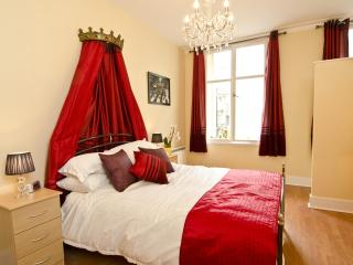 Daytripper Beatles Themed Apartment In Liverpool. - Liverpool vacation rentals