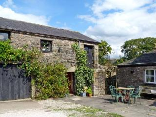 THE GRANARY, pet friendly, character holiday cottage, with a garden in Kirkby Lonsdale, Ref 10255 - Kirkby Lonsdale vacation rentals