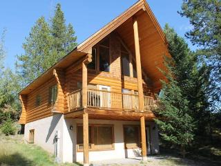 Kimberley 2bdrm+Loft Log Cabin...Private setting! - Invermere vacation rentals