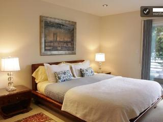 Beverly Hills  Luxurious 2+2 Wi-Fi/Gym/2 parking! - Beverly Hills vacation rentals