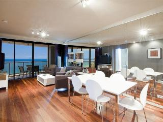 Chevron Renaissance - Level 40, 3 bedrooms AWESOME - Surfers Paradise vacation rentals