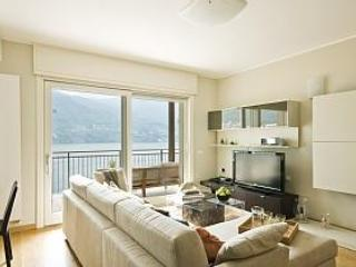 Contemporary lounge with a spectacular view of the Lake. - Laglio garden home with pool (ID 2816) - Laglio - rentals