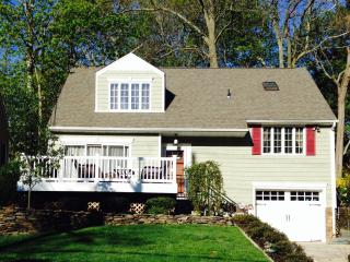 Sunny Cozy One Bedroom Apartment in Huntington, NY - Long Island vacation rentals