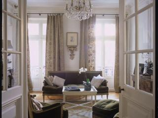 Large Classic Luxury Marais Pied-a-Terre - Paris vacation rentals