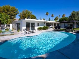 Villa Moda - Beautiful and Spacious Villa Conveniently Located in Sunrise Park neighborhood - Palm Springs vacation rentals