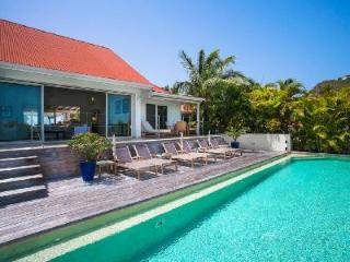 Villa Lakshmi with stunning sea and mountain views and outdoor dining - Saint Jean vacation rentals