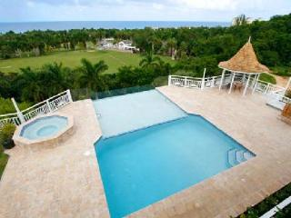 Ocean view Fairway Manor- near beach & golf, infinity pool- jacuzzi & staff - Jamaica vacation rentals